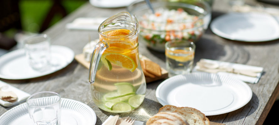 Utah home builder table with dinner at summer garden party
